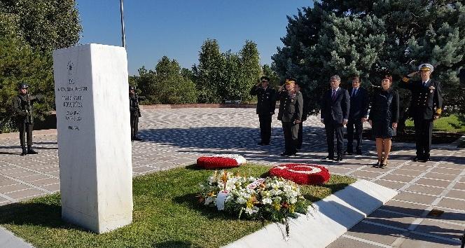Korutürk, ölüm yıldönümünde mezarı başında anıldı