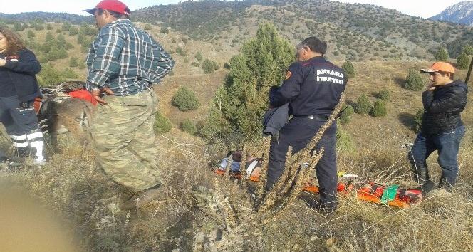 Nallıhan'da arazide ayağı kırılan avcıyı itfaiye kurtardı