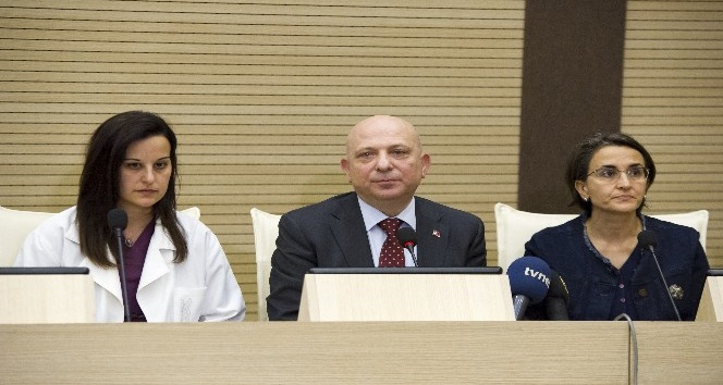 Ankara Üniversitesi Rektörü ve heyetten, Deniz Baykal'ın sağlık durumuna ilişkin açıklama