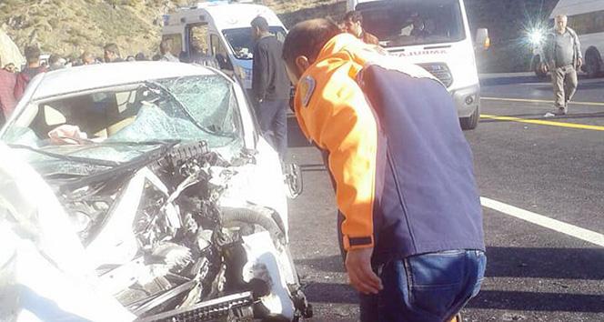 Öğrenci servisiyle otomobil çarpıştı: 1 ölü