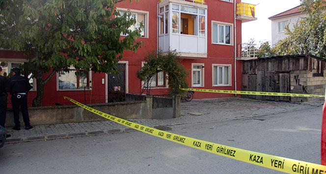 Sokak ortasında karısını defalarca bıçakladı