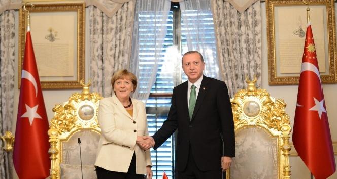 Erdoğan, Merkel'e kaygılarını iletti