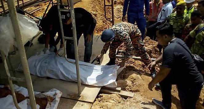 Malezya'da toprak kayması, 15 kişi toprak altında
