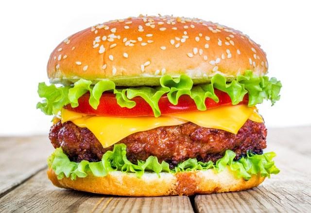 Hamburger yemeğe gitti parmağı koptu