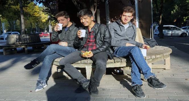 Yenimahalle Belediyesi'nden öğrencilere sabah çorbası