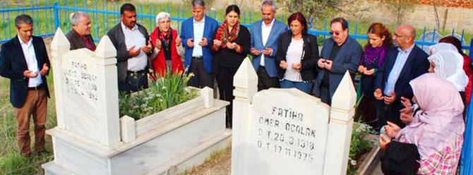 HDP'liler Öcalan'ın anne-babasının mezarına gitti