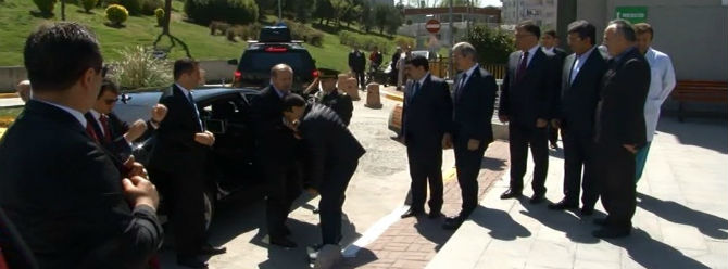 Cumhurbaşkanı Erdoğan dünürünü hastanede ziyaret etti