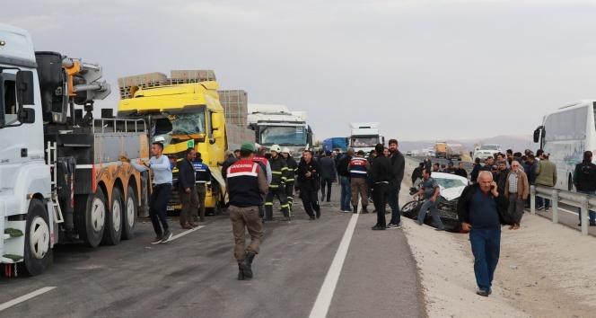 Aksaray'da zincirleme trafik kazası: Ölü ve yaralılar var