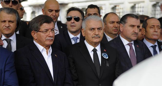Ahmet Davutoğlu, cenaze törenine katıldı