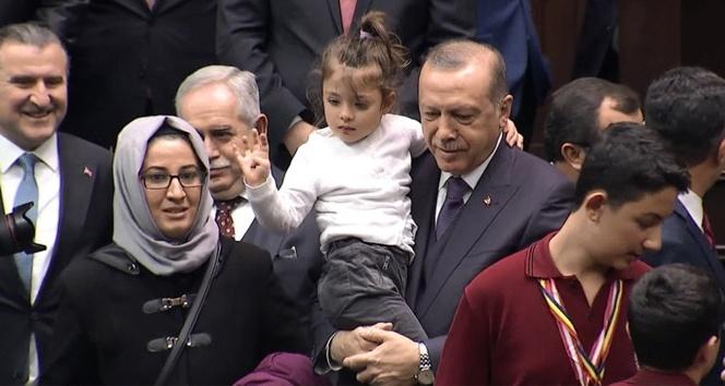 'Tayyip Dede' diye bağıran 3,5 yaşındaki Gülhan'ın Erdoğan sevgisi