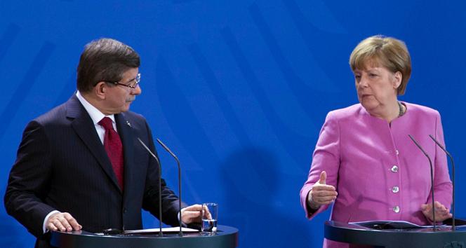 Davutoğlu'ndan, Merkel'e 'Erdoğan' tepkisi