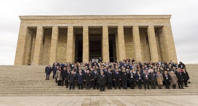 Bakan Yılmaz, öğretmenlerle Anıtkabir'i ziyaret etti