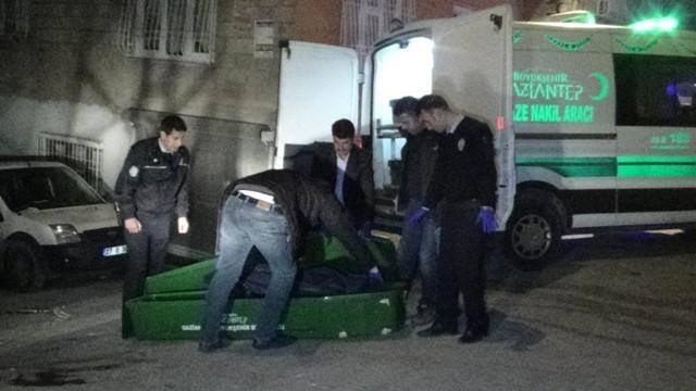 Çalmaya çalıştığı araç sahibi tarafından bıçaklanarak öldürüldü