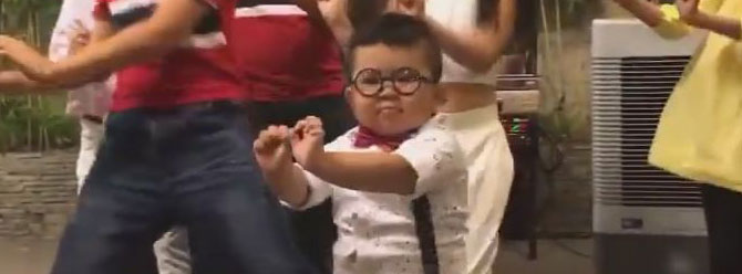 Çılgınca dans eden çocuk fenomen oldu