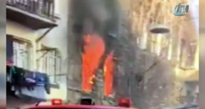 5 katlı ahşap binada yangın çıktı