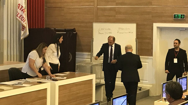 Ataşehir'de belediye başkan vekili seçimini kim kazandı