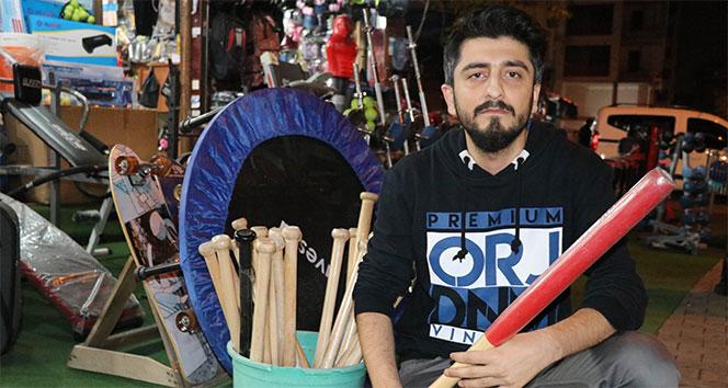 Beyzbol sahası olmayan Adana'da beyzbol sopalarına yoğun ilgi