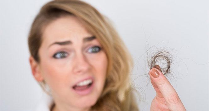 Sınav ve iş kaygısı gençlerin saçını döküyor
