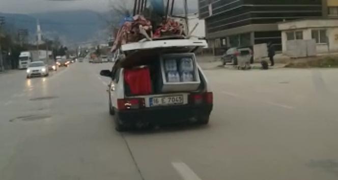 Evini aracında taşıdı