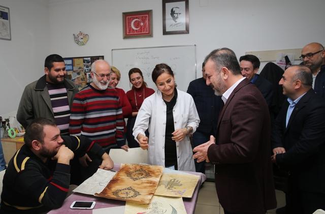 Başkan Ercan kursiyerleri ziyaret etti