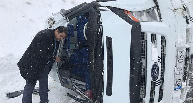 Öğretmenleri taşıyan minibüs takla attı
