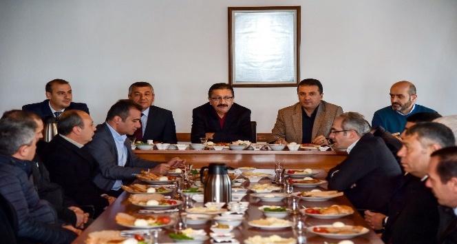 Başkan Tiryaki'den müteahhitler derneğine ziyaret