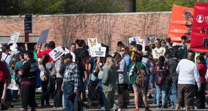 Los Angeles'ta göçmenlere destek için toplandılar
