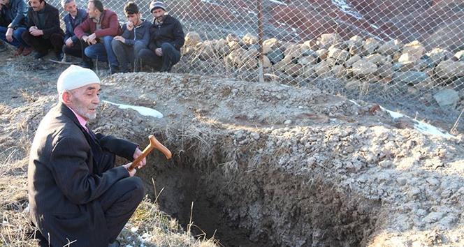 Öldü diye mezarını kazdılar ama ölmedi