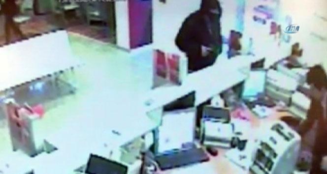 Üsküdar'daki banka soygunu güvenlik kamerasında