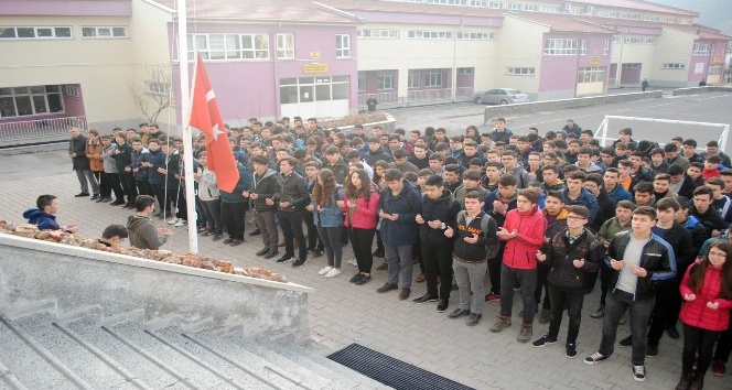 Kızılcahamam'daki tüm okullarda askerler için dua edildi