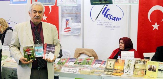 Şair Ozan İbrahim Aydoğan fuarda okurlarıyla buluştu