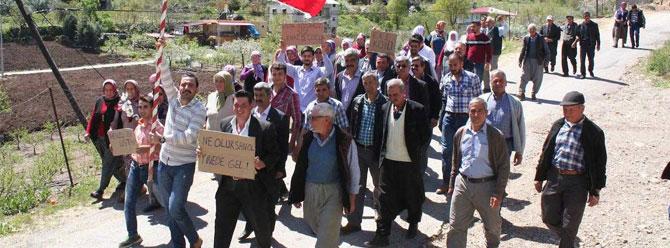 Erdemli'de 'evde kalmış erkekler' Erdoğan'dan medet umuyor