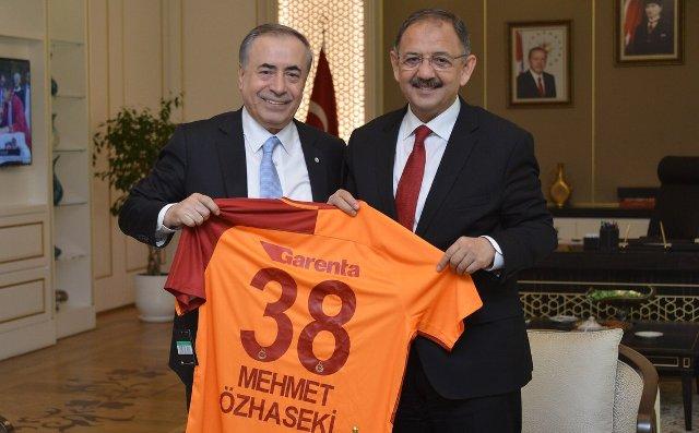 Galatasaray'dan çifte ziyaret