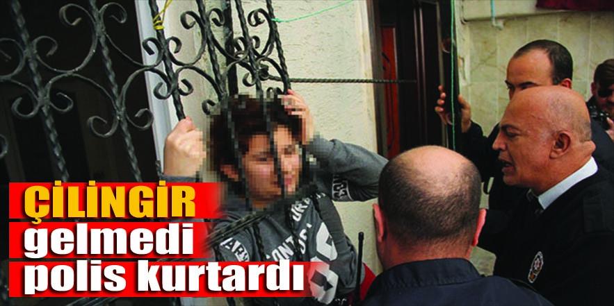 Evde mahsur kalan kadını polisler kurtardı