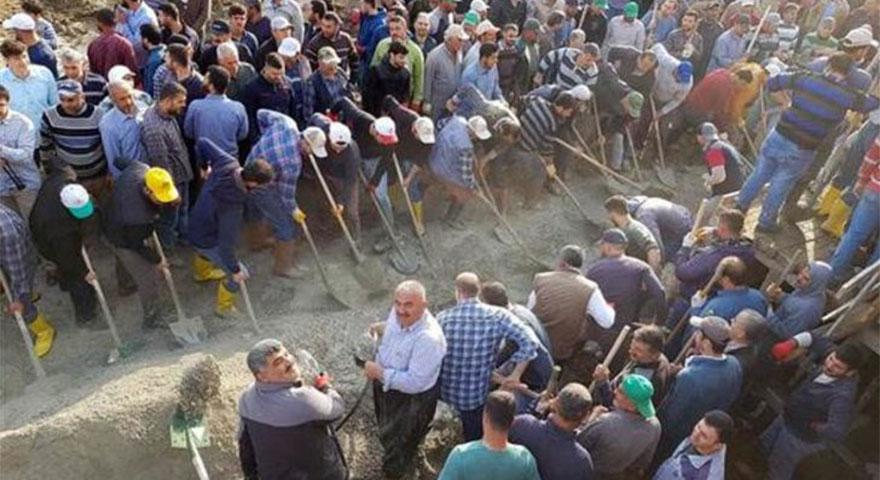 Abdülrezzak Türbesi için haberi alan yüzlerce köylü oraya koştu