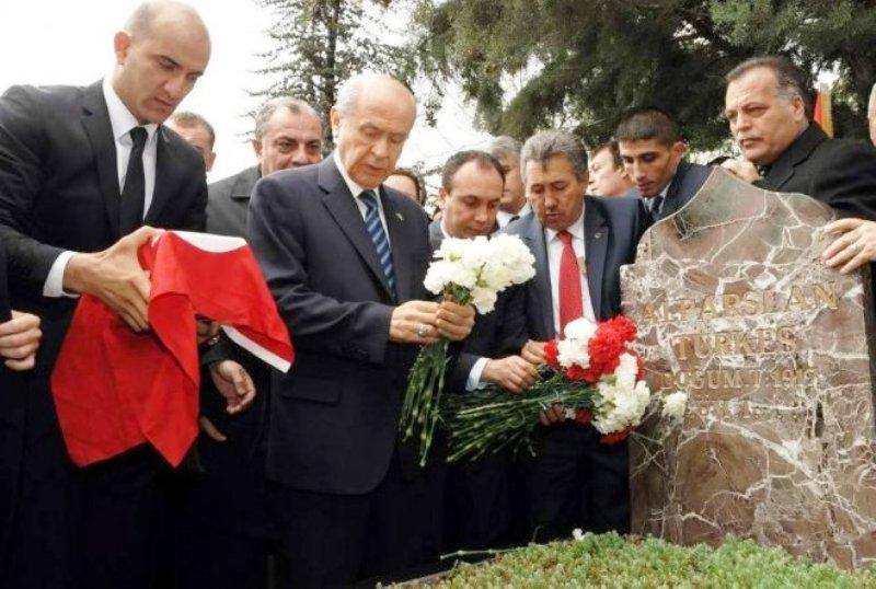 Başbuğ Alparslan Türkeş kabri başında anılıyor
