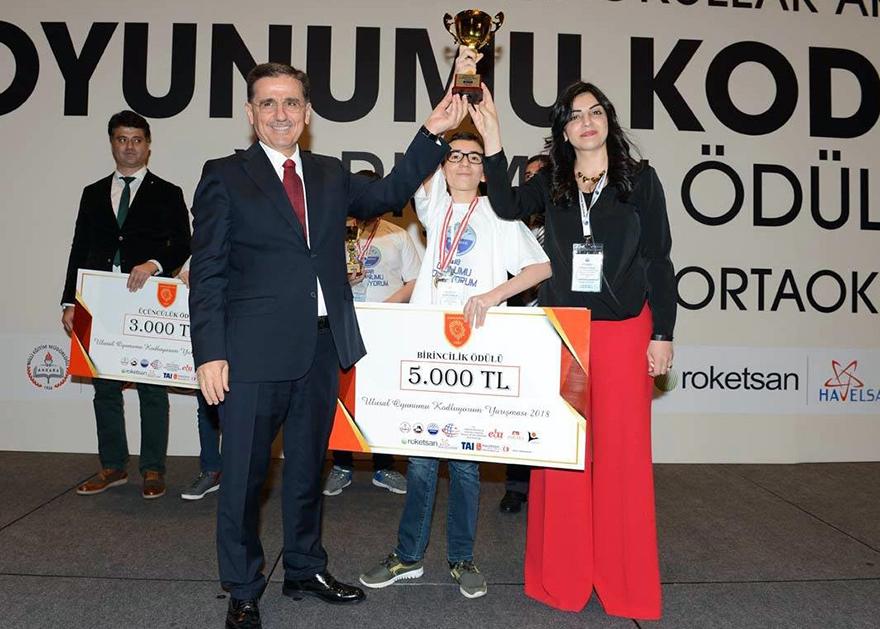 Ankara Valisi Ercan Topaca, Oyunumu kodluyorum yarışmasının ödül törenine katıldı.