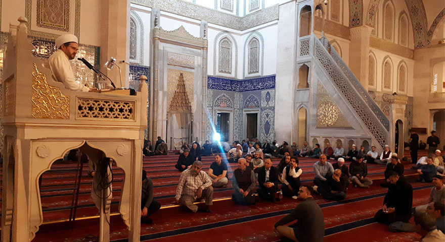 Başkentliler Miraç Kandili'nde camilere akın etti