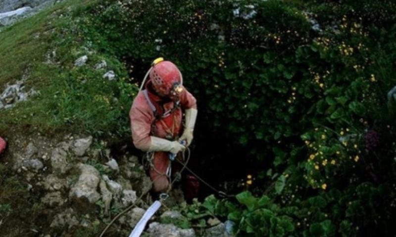 En derin mağaraya inildi