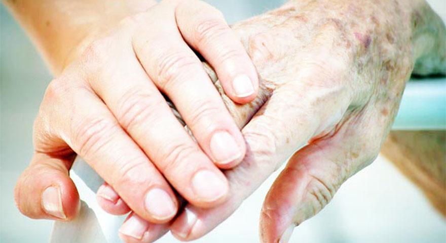 Parkinson hastalığı nedir, nasıl anlaşılır? Özlem Ertürk'ten  Parkinson açıklaması