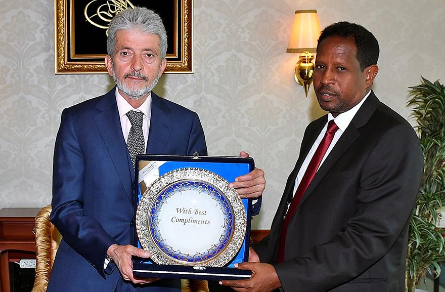 Kardeş şehir Mogadişu'dan Başkan Mustafa Tuna'ya ziyaret
