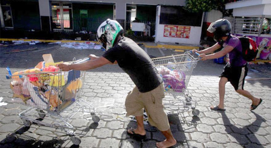 Dünya şokta! Nikaragua'da yağma başladı