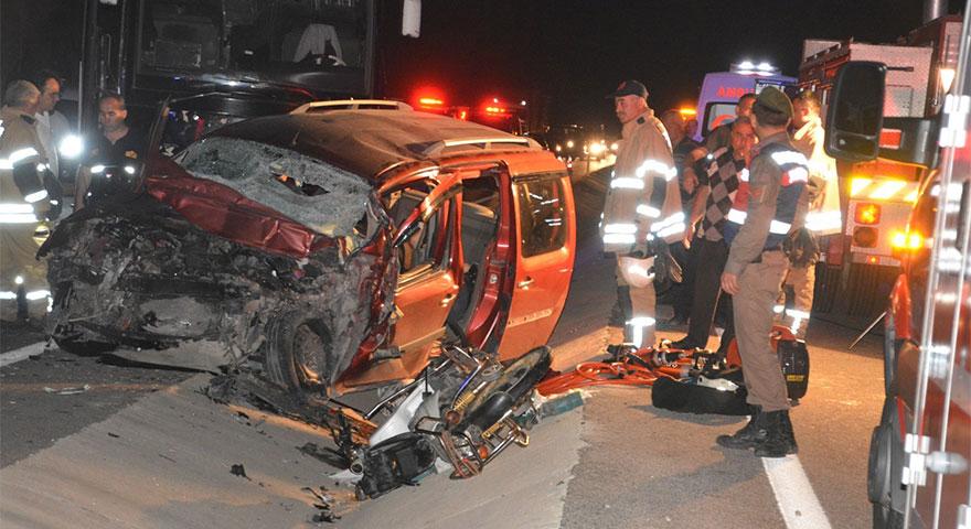 İzmir'de katliam gibi kaza: Çok sayıda ölü var!