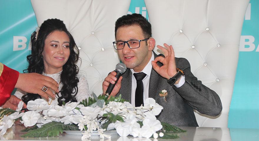 İşitme engelli çift işaret diliyle birbirlerine 'Evet' dedi