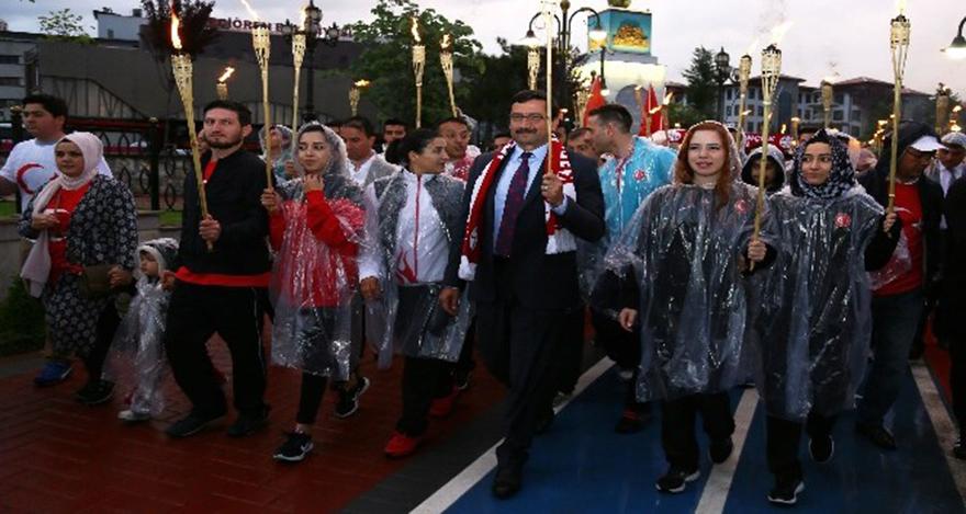Mustafa Ak, Gençlik Haftasında milli sporcularla yürüdü