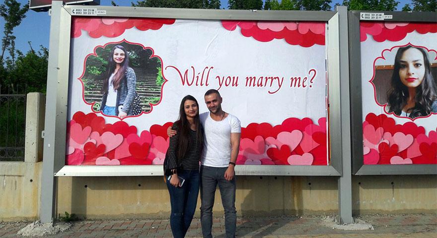 Böyle evlilik teklifi görülmedi! Görenler şaşırıp kaldı!