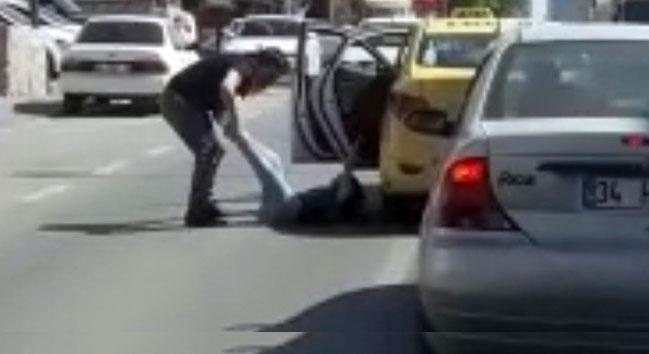 İstanbul'da taksici dehşeti kameralara yansıdı
