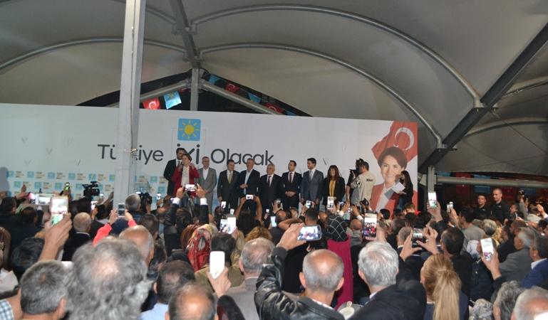 Meral Akşener, Keçiörenli vatandaşlarla iftarını açtı