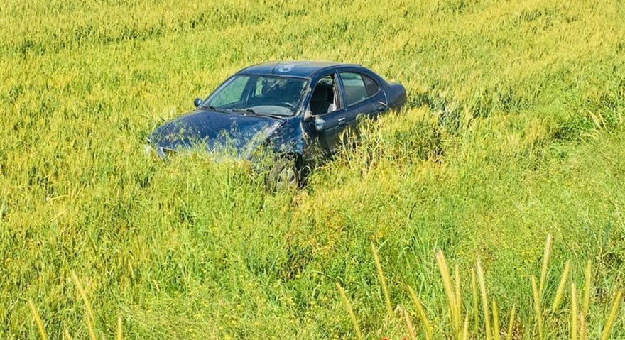 Sungurlu'da takla atan otomobil tarlaya uçtu