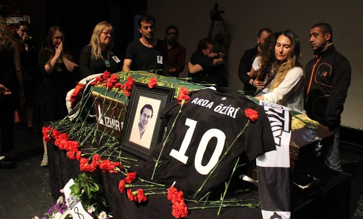 Ünlü oyuncu Arda Öziri için cenaze töreni düzenlendi